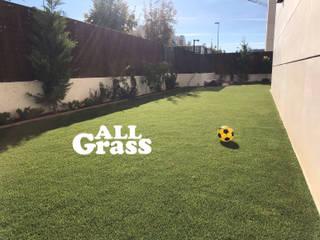 Césped artificial en Madrid: Jardines de estilo minimalista de Allgrass Solutions