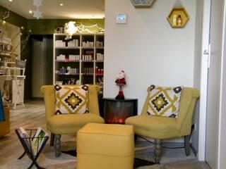 Mise en beauté d'un institut: Locaux commerciaux & Magasins de style  par Kty.L Décoratrice d'intérieur UFDI