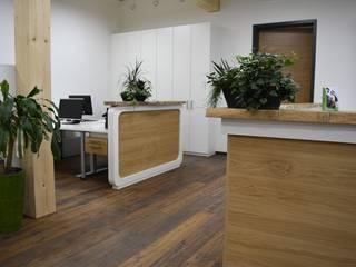Complesso d'uffici moderni di Schreinerei Huber Moderno