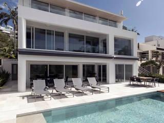 Casa cuatro : Piletas de jardín de estilo  por Diego Jobell Arquitectos