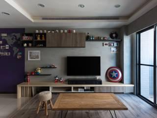 毛孩子的LOFT:  客廳 by 澄月室內設計