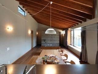 リビングダイニング: ツジデザイン一級建築士事務所が手掛けたリビングです。