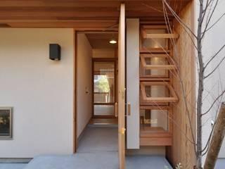 玄関: ツジデザイン一級建築士事務所が手掛けた廊下 & 玄関です。
