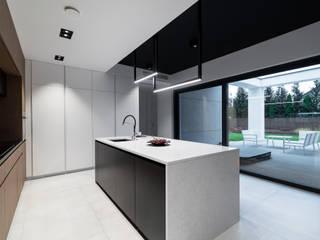 Bếp xây sẵn theo Offa Studio, Hiện đại