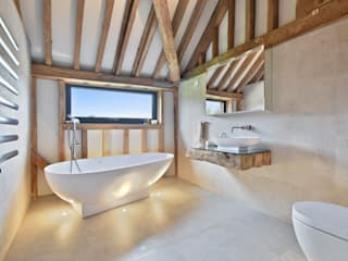 Case Study: Seven Stars Barn, Berkshire Minimalist style bathroom by BathroomsByDesign Retail Ltd Minimalist