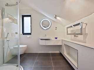 Case Study: Seven Stars Barn, Berkshire BathroomsByDesign Retail Ltd Minimalist bathroom