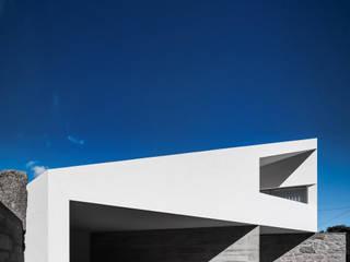 Casa Taíde: Moradias  por Rui Vieira Oliveira Arquitecto