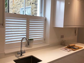 Cafe Style Shutters in the Kitchen:  Kitchen by Plantation Shutters Ltd