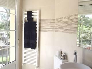 Reforma de baño y jardín: Baños de estilo  de Almudena Madrid Interiorismo, diseño y decoración de interiores, Moderno