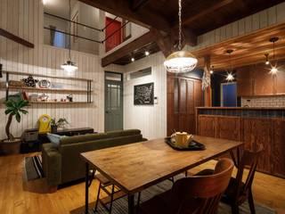 Sala da pranzo in stile rustico di dwarf Rustico