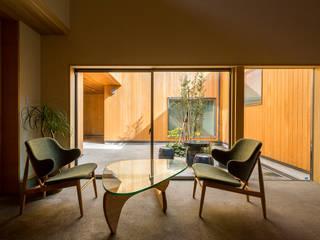 おおらかな方流れ屋根の家 オリジナルスタイルの 玄関&廊下&階段 の アトリエ慶野正司 ATELIER KEINO SHOJI ARCHITECTS オリジナル