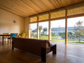 おおらかな方流れ屋根の家 オリジナルデザインの リビング の アトリエ慶野正司 ATELIER KEINO SHOJI ARCHITECTS オリジナル