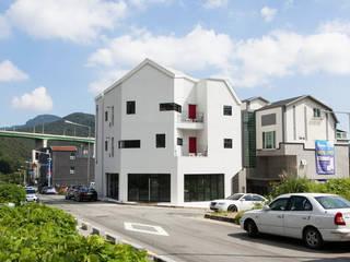 부산 기장군 다가구 주택: 이웃건축의  주택