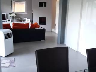 ristrutturazione edificio residenziale Ingresso, Corridoio & Scale in stile minimalista di Della Bona & Fiorentini Studio di Architettura Minimalista