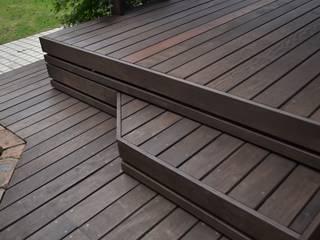 ウッドデッキ: 株式会社ツガワランドスケープが手掛けた庭です。,オリジナル