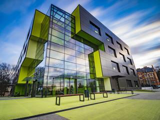 Casas de estilo moderno de Envidralux esquadrias e vidros Moderno