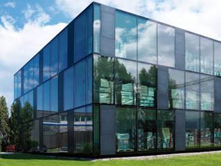 Casas de estilo  por Envidralux esquadrias e vidros, Moderno