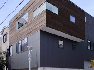 AS スキップフロアとテラスのある家: 山縣洋建築設計事務所が手掛けた階段です。