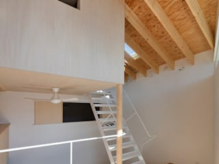 アトリエハコ建築設計事務所/atelier HAKO architects Modern Corridor, Hallway and Staircase