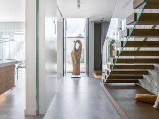Couloir, entrée, escaliers modernes par formativ. indywidualne projekty wnętrz Moderne