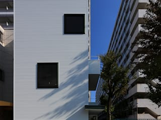 アトリエハコ建築設計事務所/atelier HAKO architects Single family home Iron/Steel White