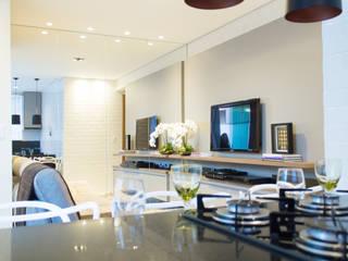 sala estar e cozinha integrada.: Salas de estar  por Gislane Lima - Interior Design
