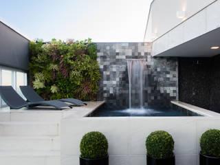 Moderne Pools von Daniela Andrade Arquitetura Modern
