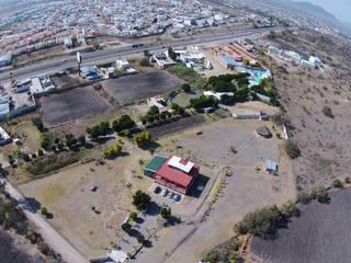 Finca en Venta Querétaro: Espacios comerciales de estilo  por RoGer Real Estate Brokers & Contractors