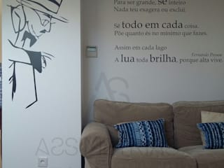 Sótão:   por Assimetrias  (contacto: info@assimetrias.pt)