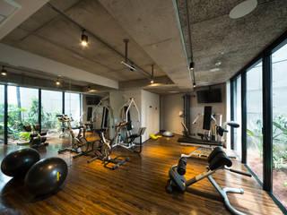 Modern gym by (有)中尾英己建築設計事務所 Modern