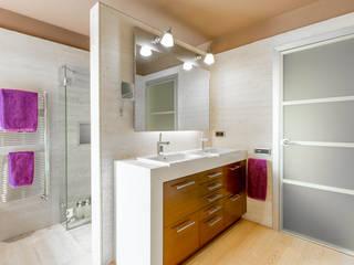 Modern bathroom by Decara Modern سنگ مرمر