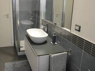 Progetto di architettura di interni_Roma Bagno moderno di IDEASTUDIO Moderno