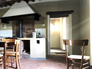 Classe A in borgo antico - ristrutturazione: Cucina in stile  di Studio Architettura x Sostenibilità