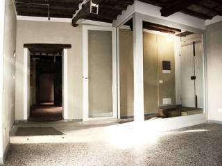 Classe A in borgo antico - ristrutturazione: Soggiorno in stile in stile Rustico di Studio Architettura x Sostenibilità