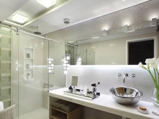 Casa  Design 2008: Banheiros  por Cláudio Maurício e Paulo Henrique,Moderno