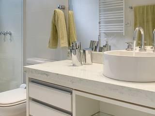 Maciel e Maira Arquitetos Rustic style bathroom