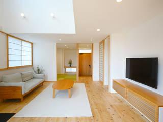 柏崎の家: 1952HINOKIYA一級建築士事務所が手掛けたリビングです。,