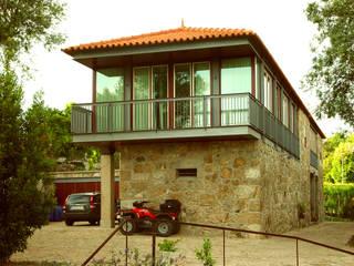 Casa di campagna in stile  di José Melo Ferreira, Arquitecto, Rurale Ferro / Acciaio