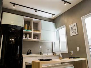 Cozinha integrada a sala de estar: Cozinhas  por Estúdio Sá Arquitetura