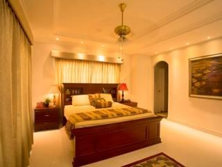 S Squared Architects Pvt Ltd. Mediterrane slaapkamers Massief hout Bruin