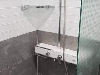 Badezimmer von DECORIAN, Skandinavisch