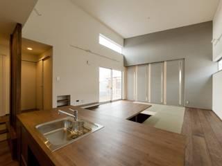 現代廚房設計點子、靈感&圖片 根據 (有)中尾英己建築設計事務所 現代風