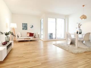 WOHNUNG IN DER HAMBURGER HAFENCITY Nicole Schütz Home Staging Moderne Wohnzimmer