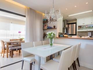Modern dining room by okna arquitetura Modern