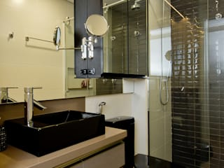 O desfio de transformar 2 apartamentos em 1   : Banheiros  por +2 Arquitetura,