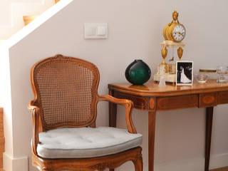 Detalle salón: Salones de estilo clásico de Diseño Interior Bruto
