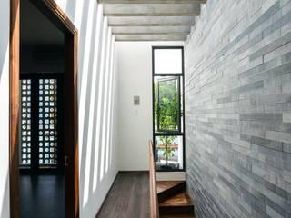 Công ty TNHH Xây Dựng TM – DV Song Phát Modern corridor, hallway & stairs