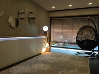 RYU projecto Aveiro 2018: Corredores e halls de entrada  por RYU atelier de interiores ,Moderno