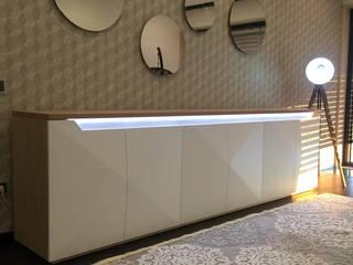RYU projecto Aveiro 2018: Corredores e halls de entrada  por RYU atelier de interiores