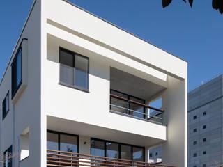 緑と眺望を楽しむ長屋建て住宅: 設計事務所アーキプレイスが手掛けた家です。